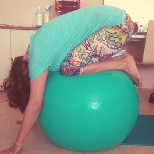 Doris auf einem Gymnastikball